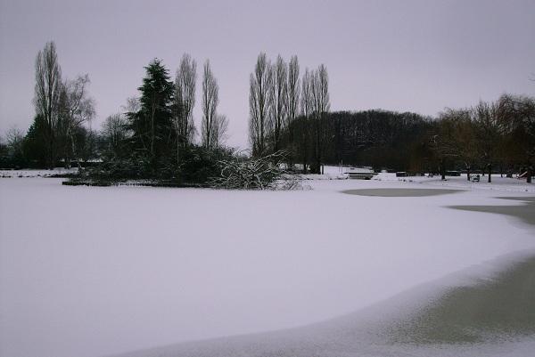 saisons/hiver-plan-d-eau-enneig-2.JPG