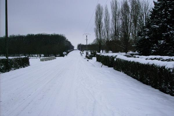 saisons/hiver-route-de-ligueil-enneigee-1.JPG